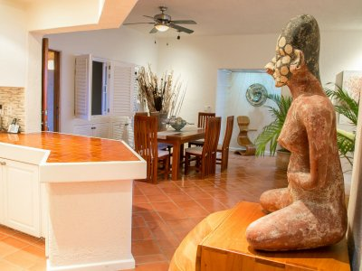 Dining room - statue